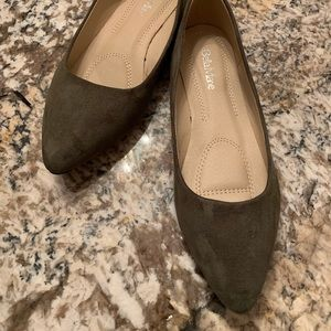 Bella Marie Shoes Size 8 Olive Green Suede Flats